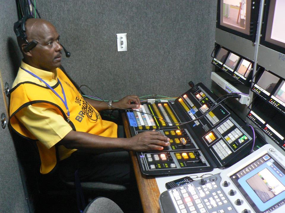 Prod crew in OB Unit_Obama visits JA